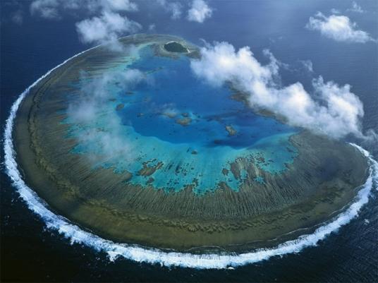 Grande Barreira de Coral, Austrália ~ Alguém duvida que essa ilha foi formada por um asteroide?