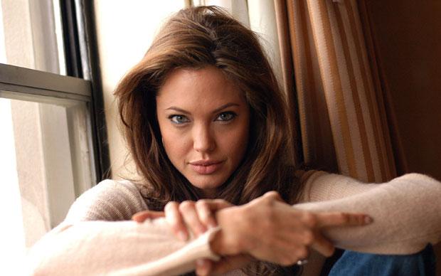 Angelina-Jolie-Wallpaper-6