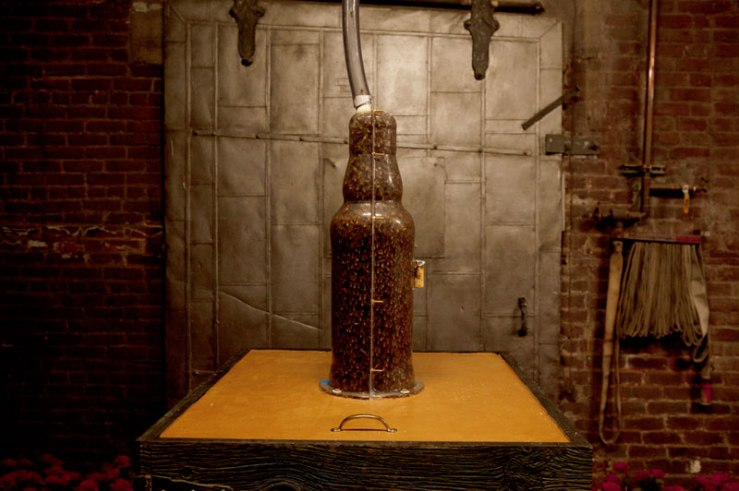 3-bee-printing-dewars-sid-lee-ebeling-group-honeycomb-sculptures-1