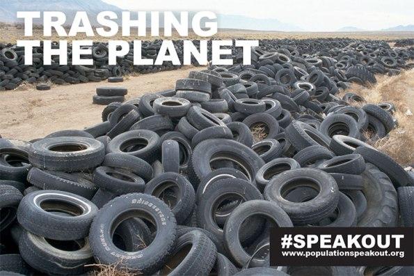 Fim da estrada para estes pneus é um deserto despejar solo em Nevada, EUA.