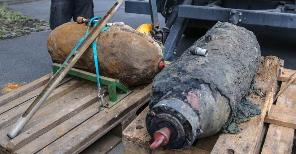 19jul2015---alemaes-encontraram-duas-bombas-da-segunda-guerra-mundial-na-cidade-de-langenhagen-neste-domingo-19-mais-de-16-mil-pessoas-foram-evacuadas-de-suas-casas-ate-que-as-equipes-especializadas-1437331549