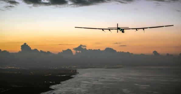 3jul2015---solar-impulse-2-aviao-movido-por-energia-solar-se-aproxima-do-aeroporto-de-kalaeloa-em-honolulu-no-havai-eua-nesta-sexta-feira-3-a-viagem-de-120-horas-feita-de-nagoya-no-japao-1435952297837_956x500