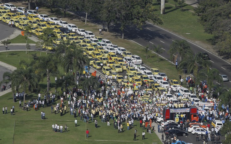 TAXISTAS PROTESTAM NO ATERRO DO FLAMENGO