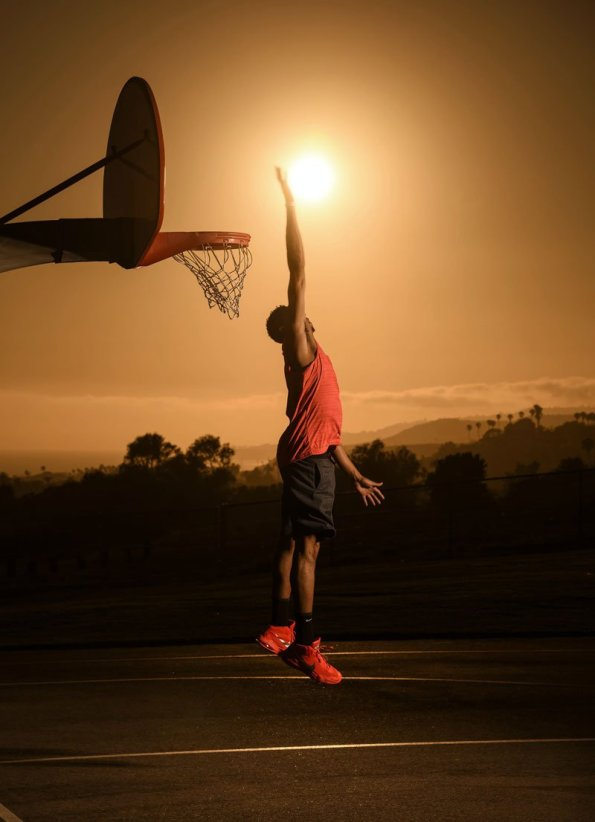 anthony-davis-dunks-the-sun-dustin-snipes-red-bull-content-pool-2